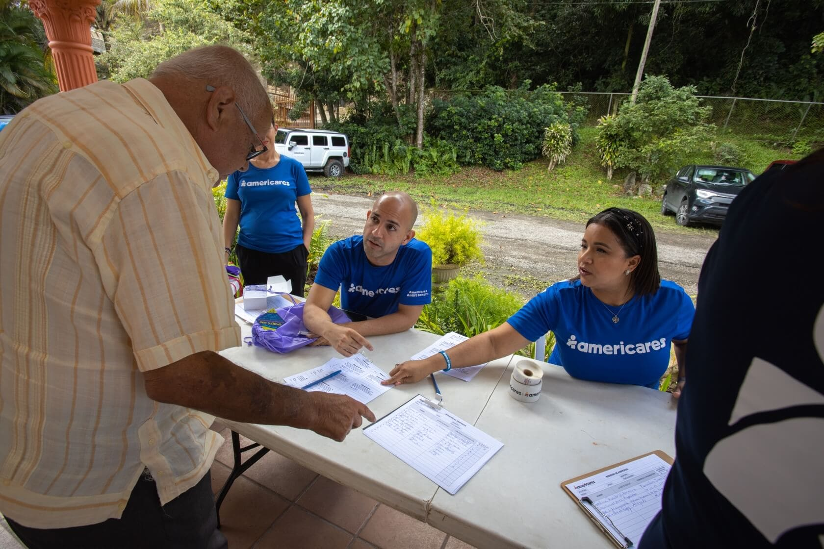 Emergency team at work with people affected by the Puerto Rico earthquakes