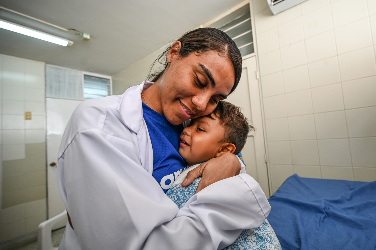 Doctor treating migrant child at Colombia clinic