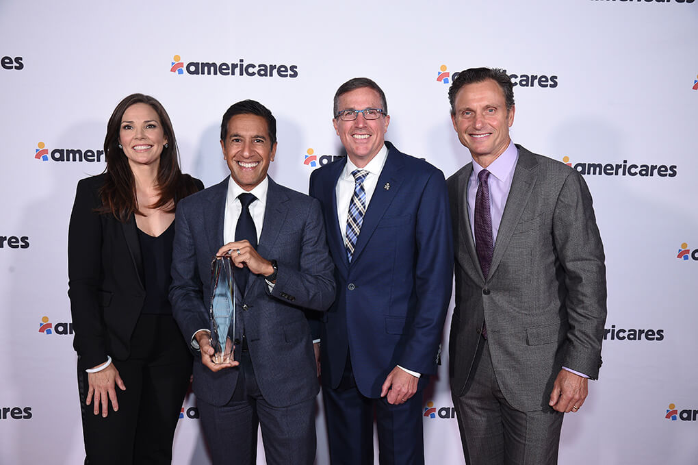 Photo of Erica Hill, Dr. Gupta, Michael Nyenhuis, and Tony Goldwyn