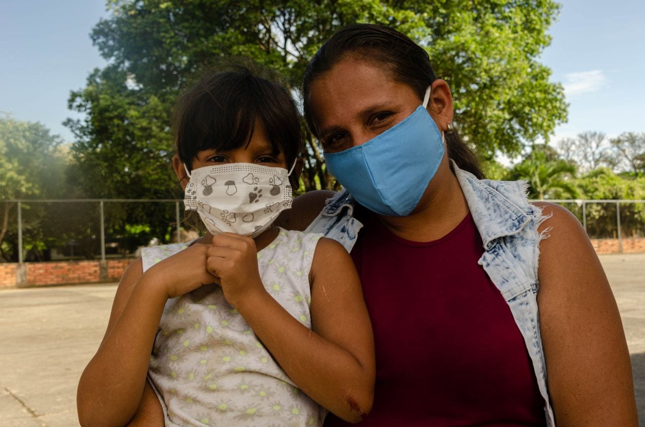 Yuleima and daughter at Venezuela/Colombia border
