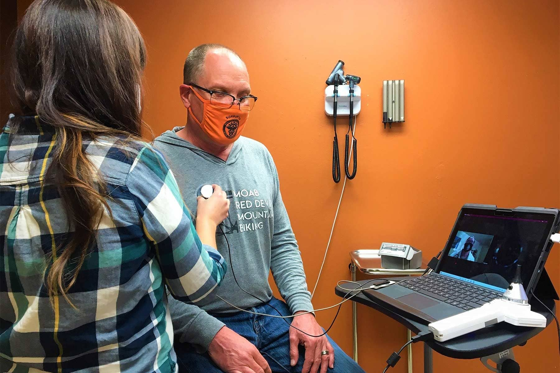 Clinic staff at Moab Free Health Clinic in Moab, Utah, learn to use telehealth equipment during a training supported by Americares COVID-19 telehealth grant funding. Photo courtesy of Moab Free Health Clinic.