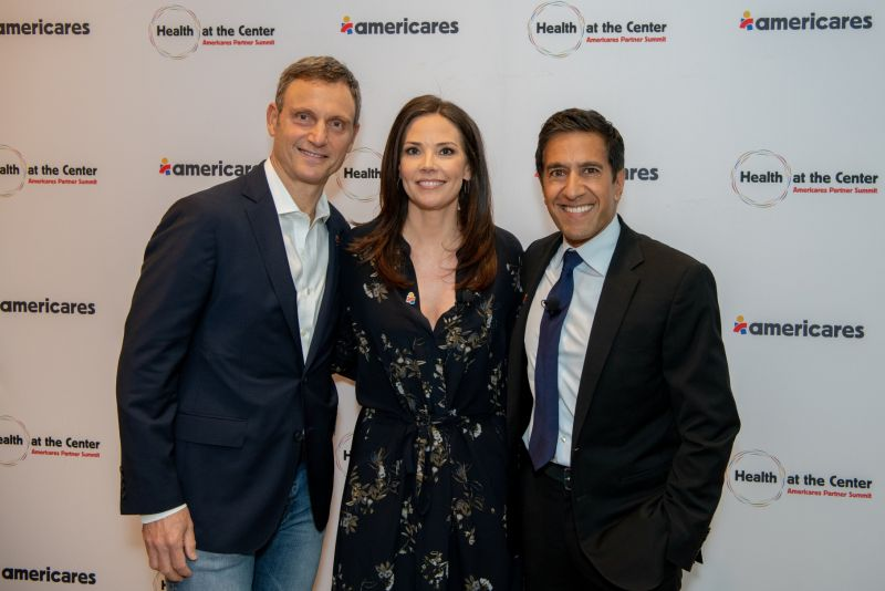 Sanjay Gupta w Erica Hill and Tony Goldwyn